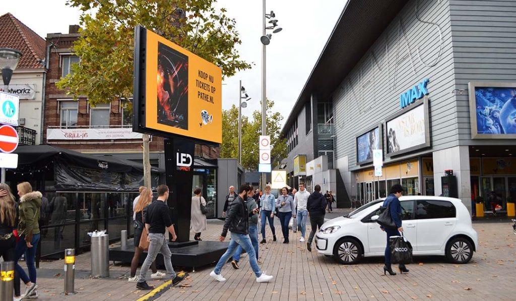 LED scherm voor Pathe in centrum Tilburg