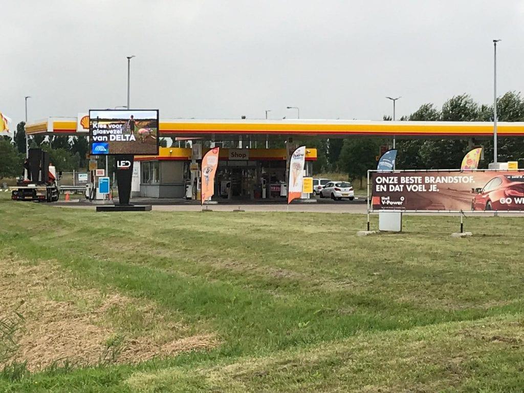 LED scherm bij tankstation